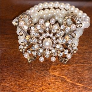 Beautiful Pearl and Crystal stretch bracelet